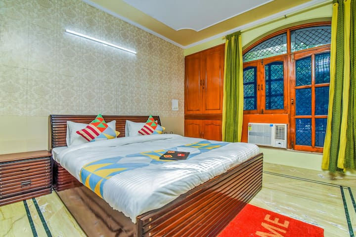 Sale! Conventional 3BHK Homestay in Dwarka + Living Area