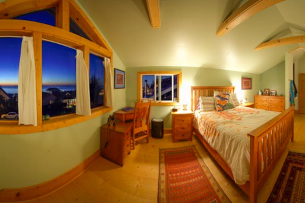 Beautiful loft Master Bedroom with 180 degree view
