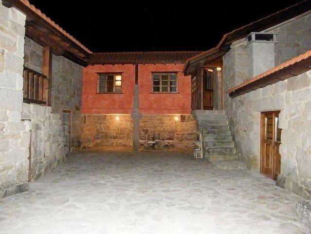 A Casa Da Lucía - Fuentefría de Amoeiro - วิลล่า