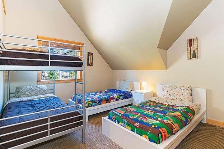 Kid's bedroom -4 twins
