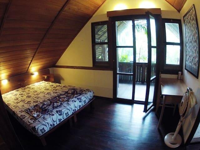 Bukit Raya Guesthouse Deluxe Room - Palangkaraya