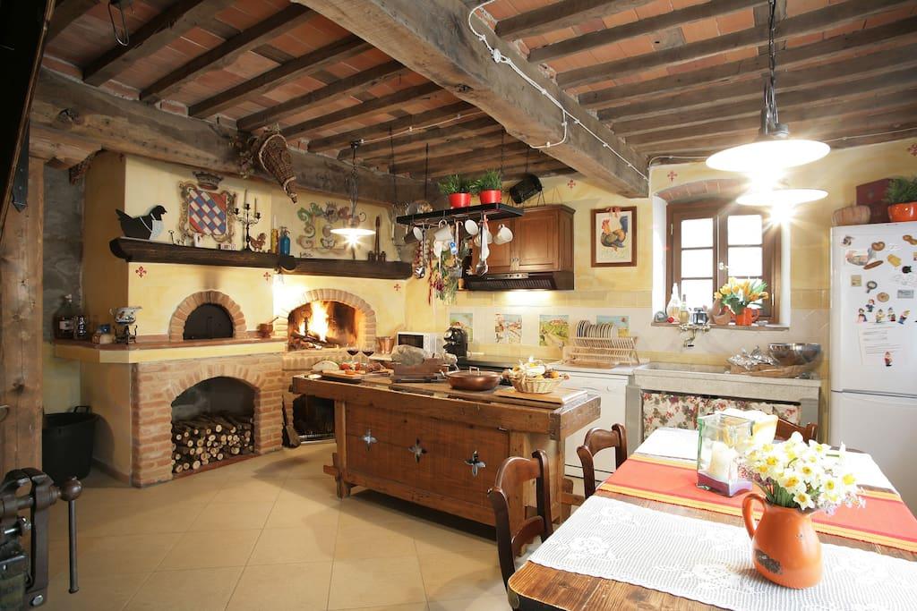 Casale con piscina e idromassaggio villas in affitto a for Case rustiche interni
