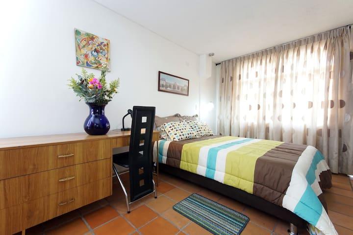 Bright apartment in old Cali center - San Antonio