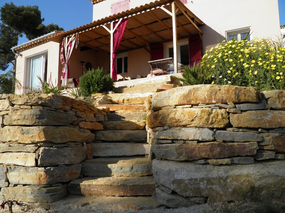 villa chaleureuse villas louer la ciotat provence alpes c te d 39 azur france. Black Bedroom Furniture Sets. Home Design Ideas