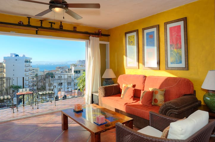 Steps to Beach & Town - Ocean Views - Puerto Vallarta - Apartament