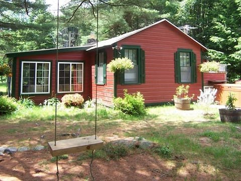 SWEETHEART, ADK LAKE CTRY HOME- HOT TUB, FIREPIT!!