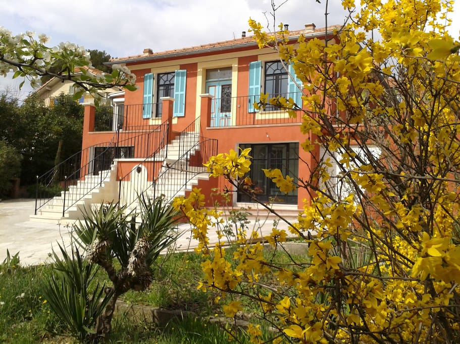 Rdc villa aix centre t3 65m2 avec jardin parking villas louer aix en provence provence - Recuperar jardin aixen provence ...