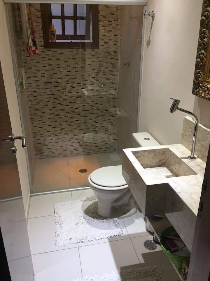 Quarto com banheiro