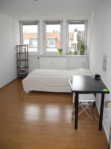 Sunny Big guest room - Berlin - Bed & Breakfast