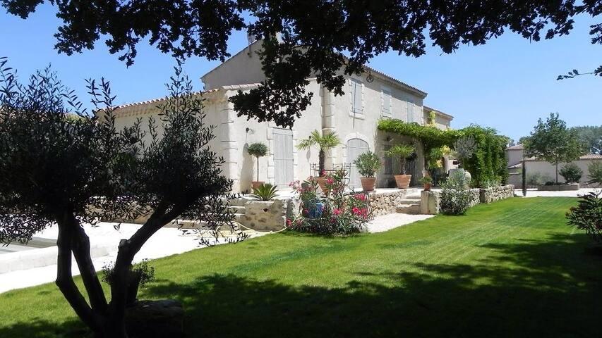 Magnifique propriété 12 personnes - Magalas - Villa