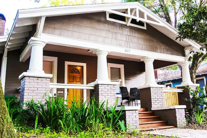 Perfect Two Bedroom Getaway in the Heart of Tampa!
