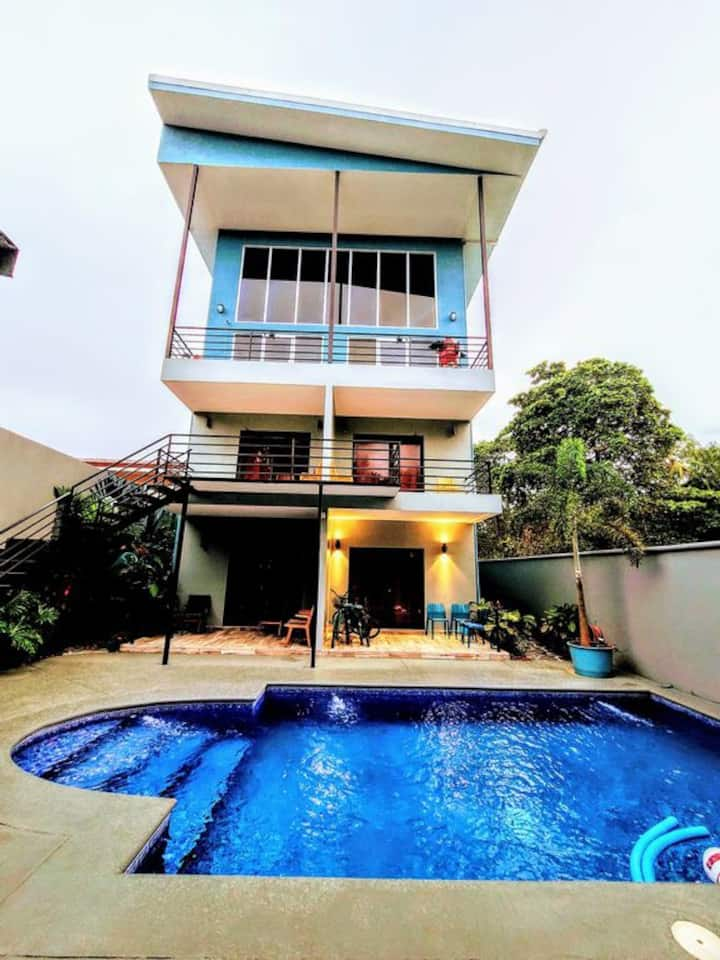 In Town, 200ft to Beach, Secure, Private Pool, AC