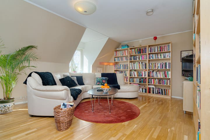 Roomy room in the central of town - Umeå - Appartement