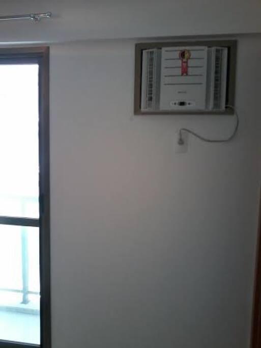 ar condicionado novo no quarto suite com cama de casal