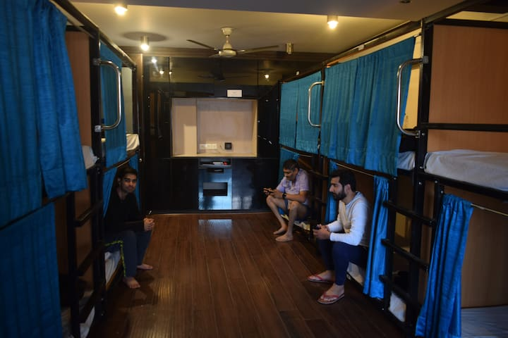 Hostel Dorm @Greater Kailash - 12 Bed Mixed Dorm