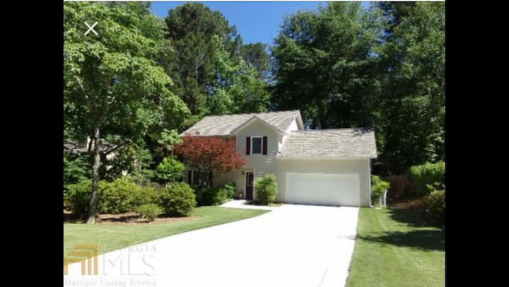Perfect Peachtree home! 4 beds! Fenced/ Dog ok!