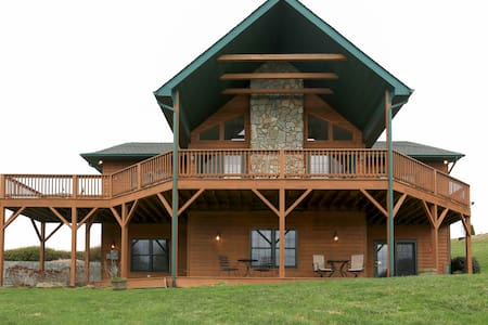 SPRING SPECIAL 4BR Family Cabin w/Hot Tub & Views - Waynesville - Ház