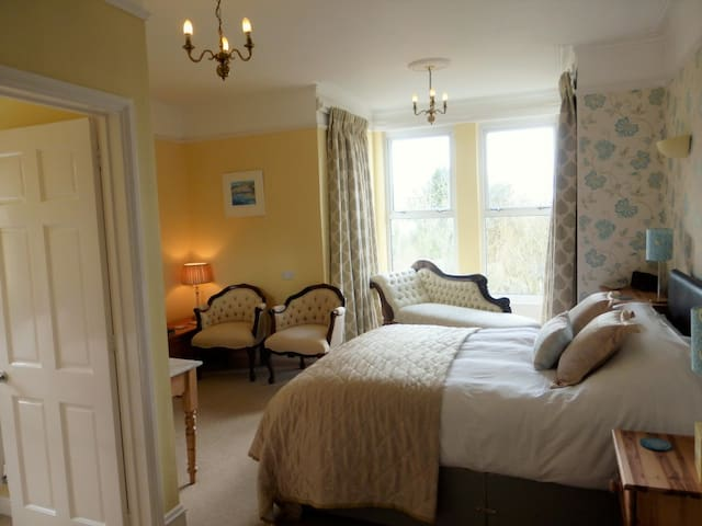 Luxury Suite. King size bed, single bed, bathroom