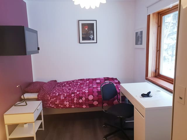 Cozy Single Room 15 minutes from Stockholm.