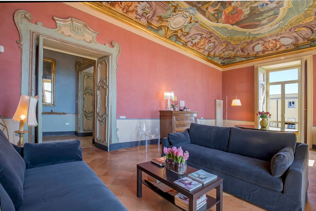 *Dimora Copeta* - the bright panoramic living room with original frescos walls and ceiling and doors  Luxury Panoramic Apt in the heart of the historical center of Salerno   managed by #Starhost