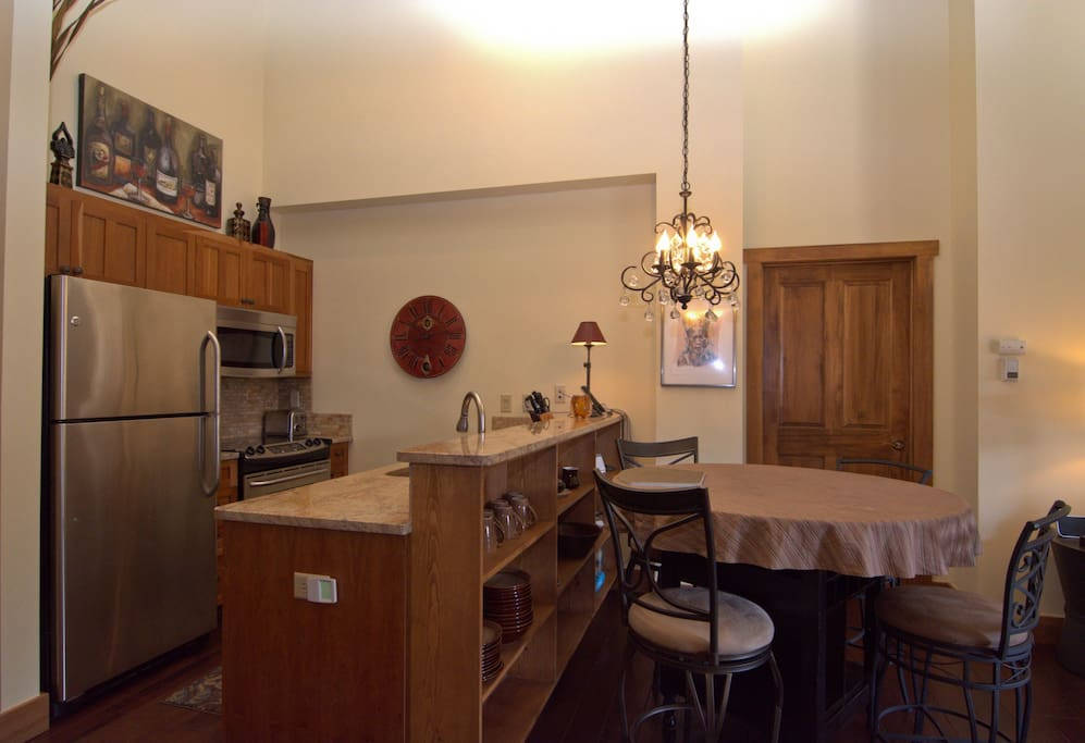 Granite counter tops, stainless steel appliances, and a nice array of cooking equipment.