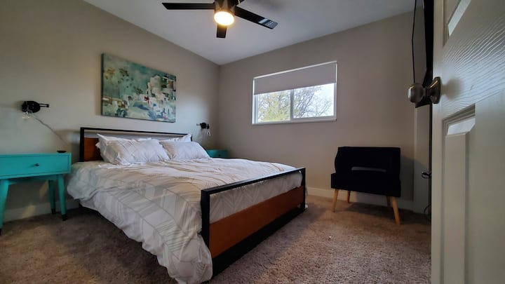 Cozy Modern Queen Suite near Olde Town Arvada