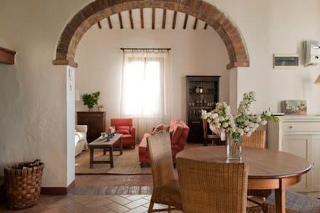 lovely farm-house 5 km from Siena - Siena - Byt