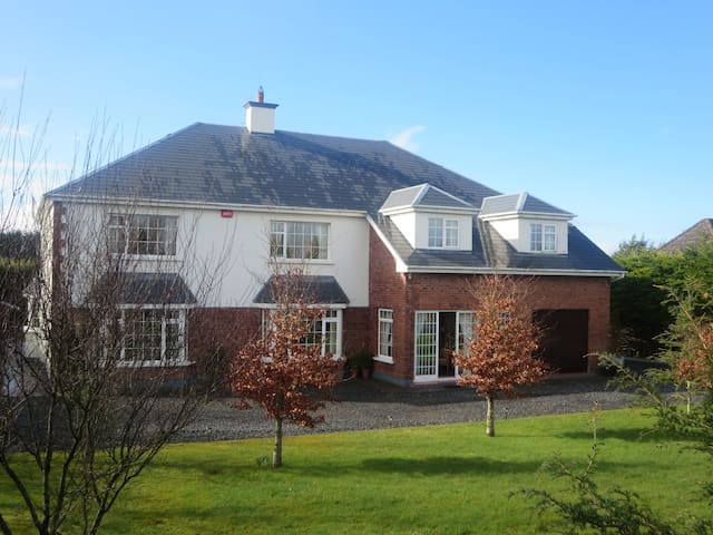 B&B family friendly 10 mins drive from Galway City - Cloonacauneen, Castlegar - Bed & Breakfast