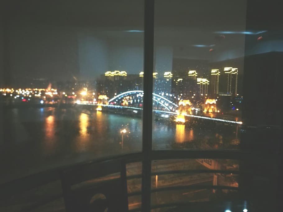 饭厅所能看见的夜景