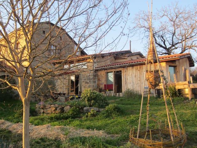 Maison écologique proche Figeac - Planioles - Dům v zemi