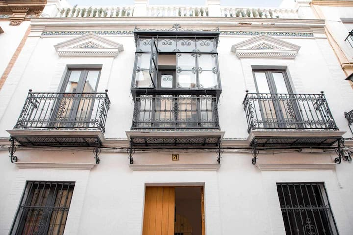 * New * Independent house with terraces in Triana