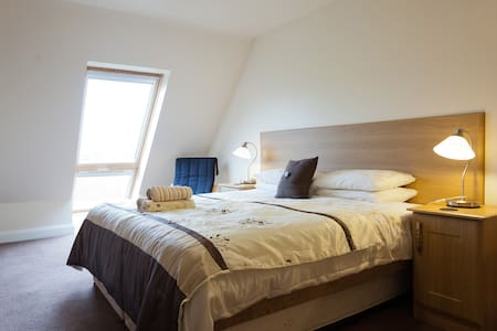 Tollyrose Country House B&B - Newcastle