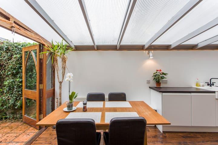 Unique Ranelagh Apartment