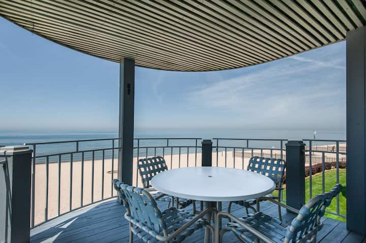 Waters Edge 5. Premier Condo on The Beach. Doesn`t Get Better!