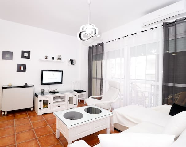 CUTE & BRIGHT APARTMENT NEXT TO THE SEA. RT0104