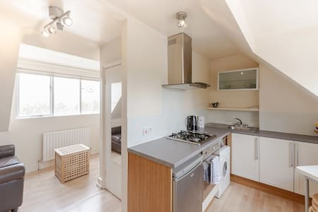 Charming Loft in Putney with View! - Londres
