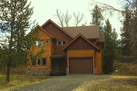 5 Bdr Cabin On 1 Acre Wooded Lot - House