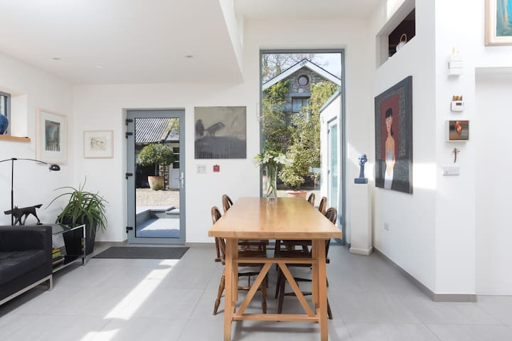 Unique Victorian Townhouse 1 - Galway - Bed & Breakfast