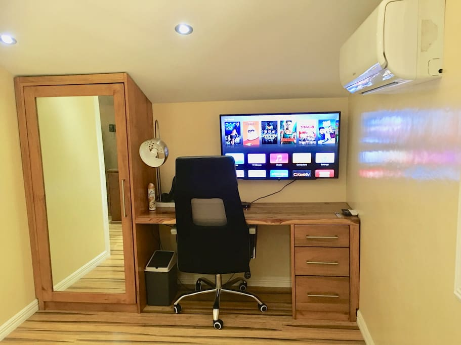 Mirrored closet, safe and computer desk, with unlimited Fiber connection