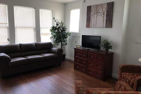 Family Friendly Apartment - 6 min to Downtown