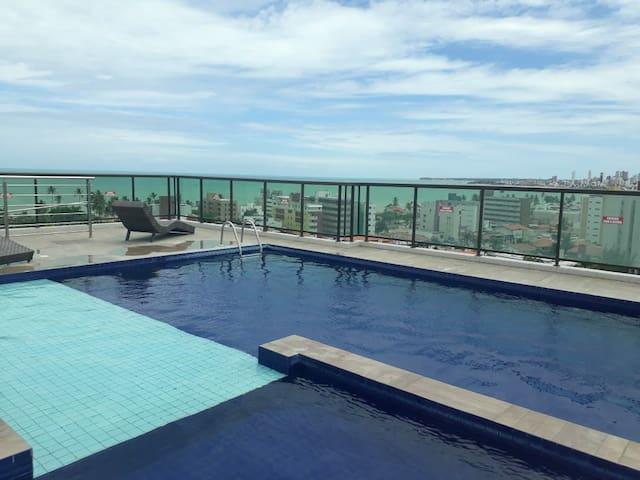 Piso y piscina cerca de la mejor playa.