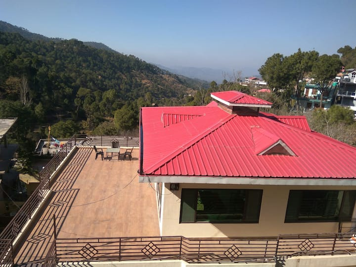 SAI HOME:3 BHK COTTAGE/50MbpsWIFI/ kitchen/KASAULI