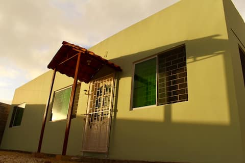 Cómoda y tranquila villa nueva en área residencial