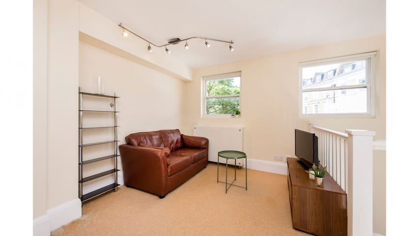 1 bedroom Flat in Collingham Road - C5