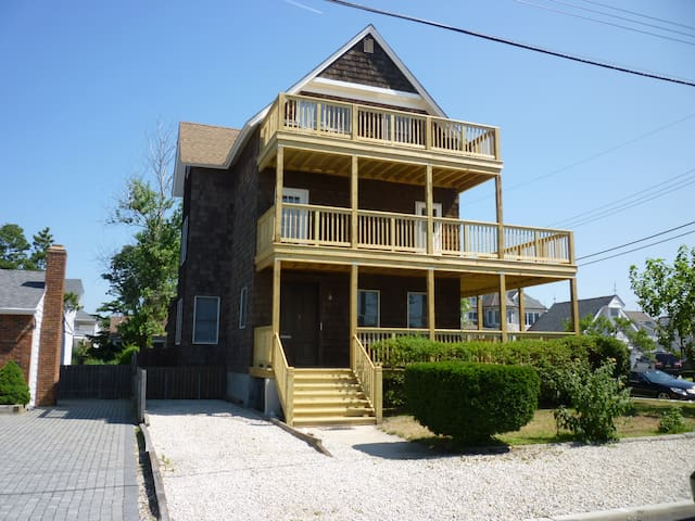 Pt Pleasant Bch 3rd Fl apt w view 100 yds to beach - Point Pleasant Beach - Flat