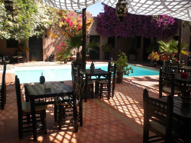 Riad au coeur d'un parc de 4000 m2 (CH 2 sur 7 CH) - Marrakesh - Pensione