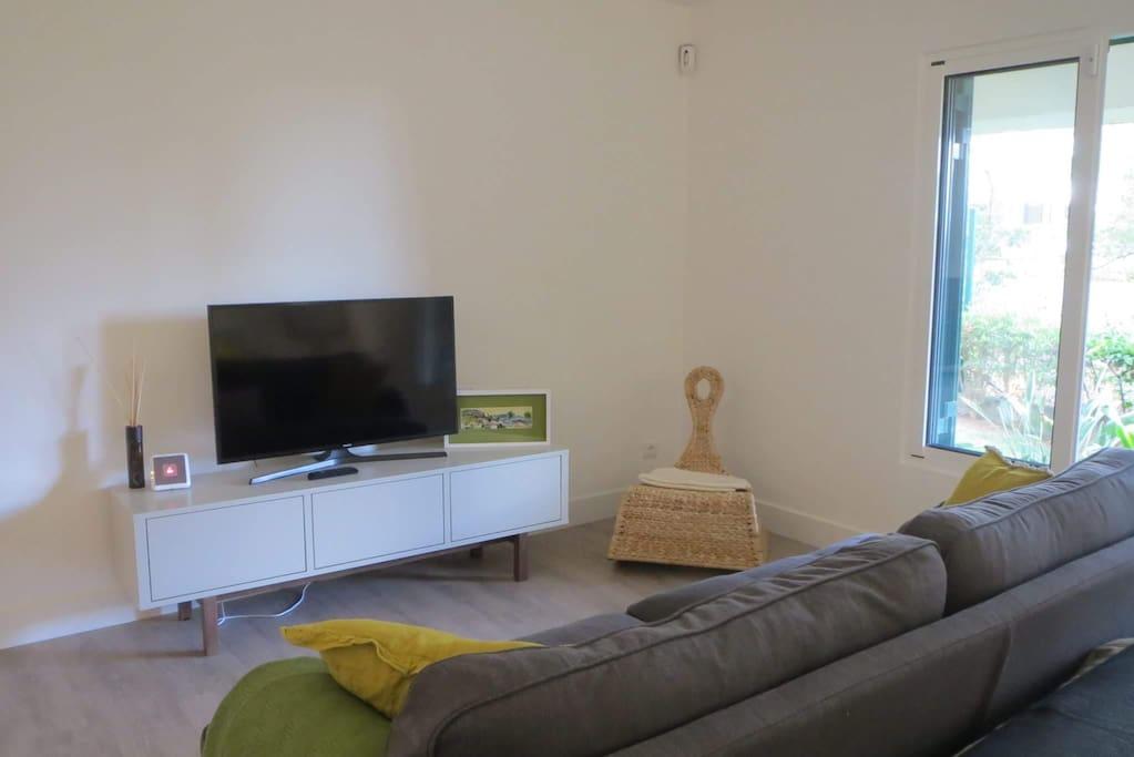 Tv Ultra HD com canais por cabo