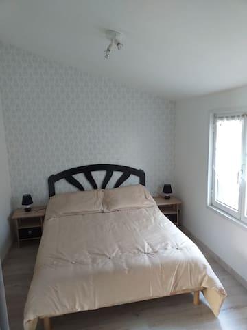 la chambre avec lit 2 places (matelas neuf)