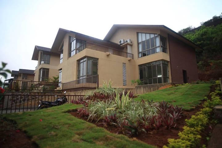 Hobbes - 4 Bedroom Villa in Lavasa with Lake View