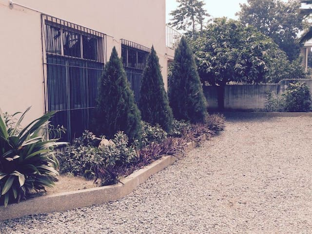 Entire lovely house with garden - Accra - Casa